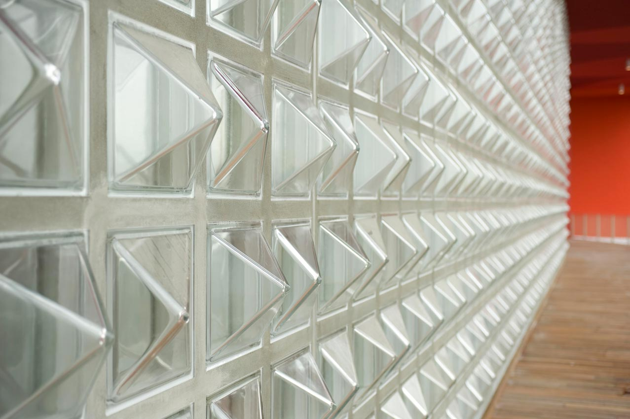 Seves product photo gallery rochester glass block for Exterior glass wall texture